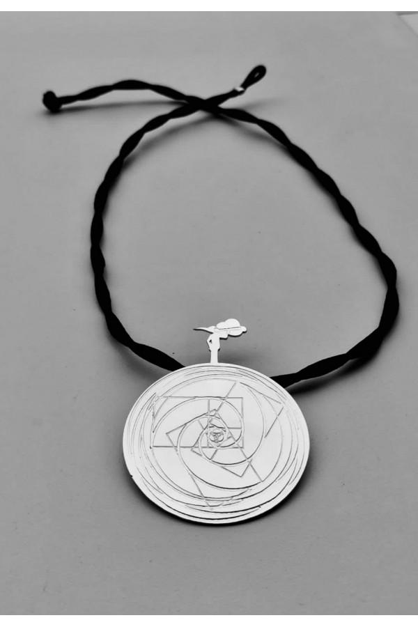 Bircan Yıldırım Yeni Dünya Düzeni Sembollü- Gümüş Kaplama BÜYÜK BOY Kolye